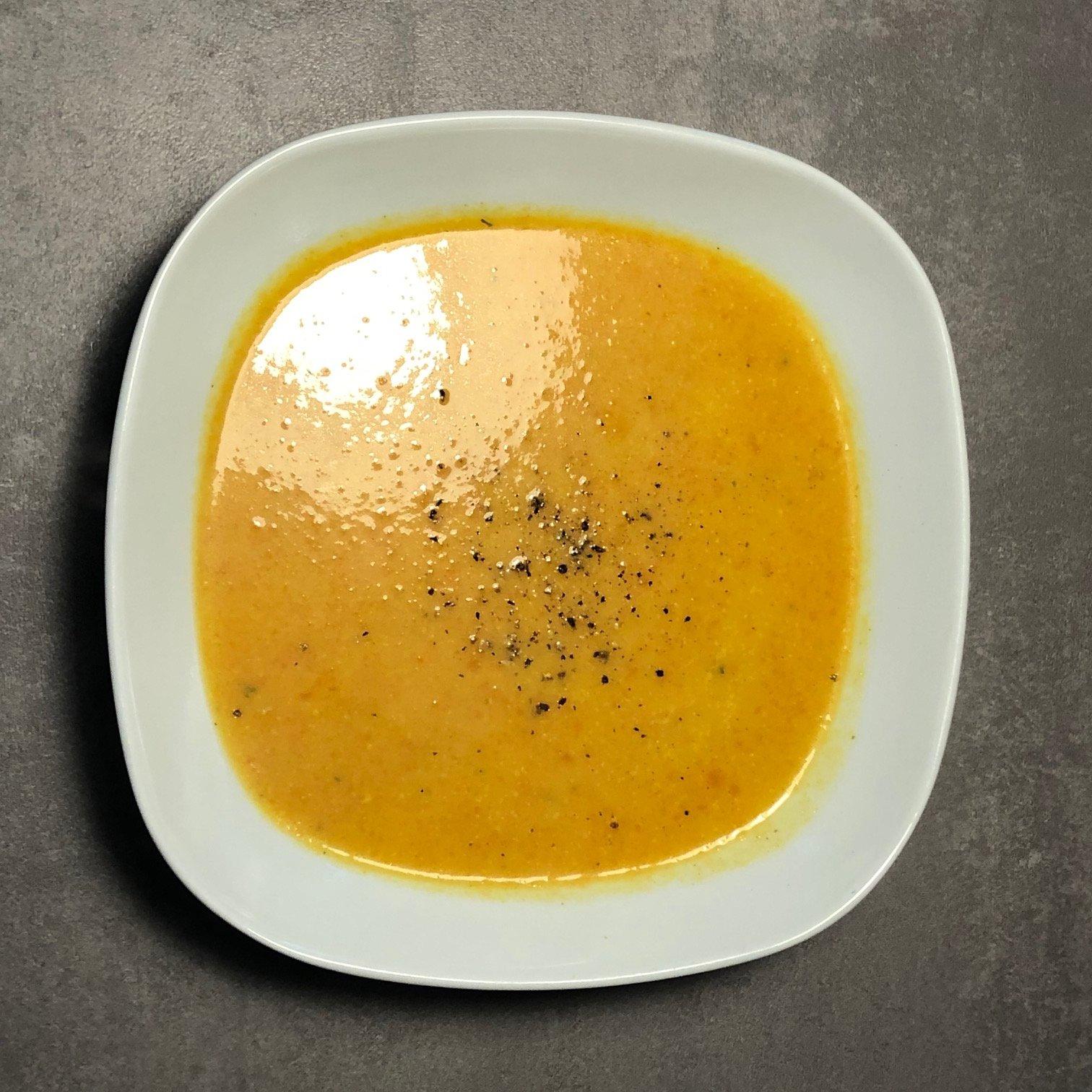 So kocht ihr euch eine leckere Karottensuppe mit vielen entzündungshemmenden Gewürzen